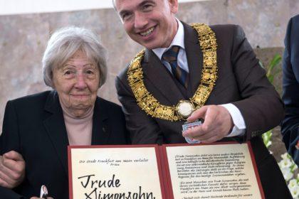 Trude Simonsohn wird am 16.10.2016 Ehrenbürgerin der Stadt Frankfurt am Main.